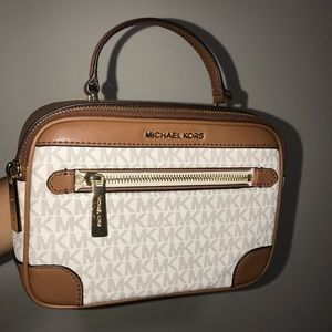 Michael Kors Shoulder Bag///New and rarely used!!
